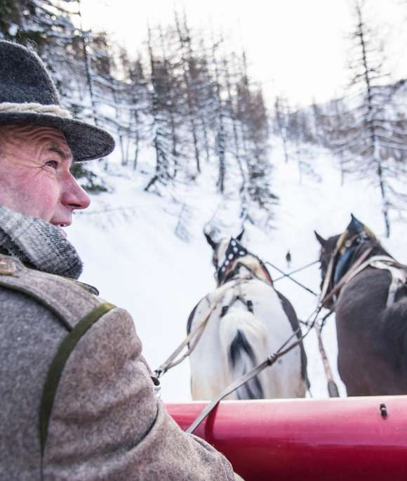 horse-drawn sleigh ride in Gontal
